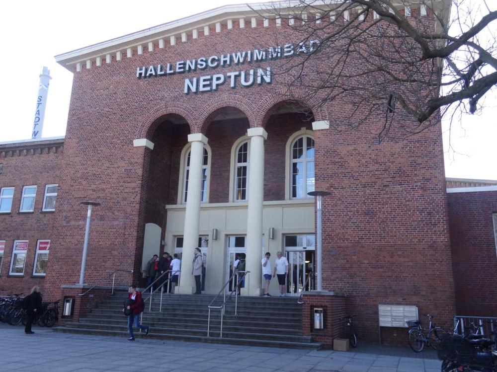 1 Neptun Schwimmhalle